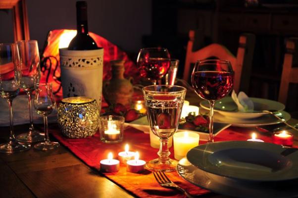 Chuẩn bị bữa tối lãng mạng cho người yêu