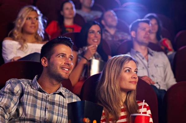 Cùng vợ xem phim