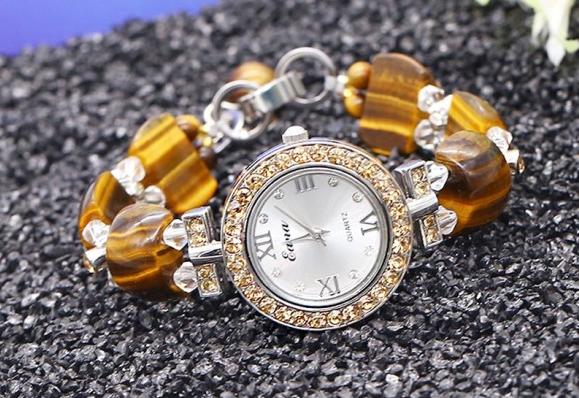 Tặng đồng hồ đeo tay cho người yêu